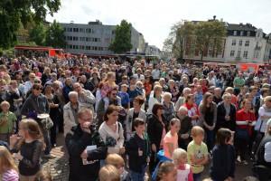 Unzählige Besucher auf dem Konrad-Adenauer-Platz